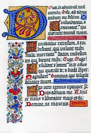 STARI GRAD, CROACIA - 30 de abril de 2019 - Caligrafía manuscrita iluminada medieval en Stari Grad, isla de Hvar, Croacia