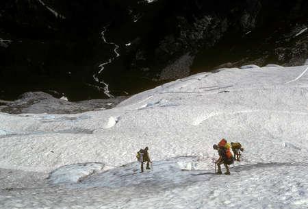 Climbers descending glacier and icefall near Mt. Challenger, North Cascades National Park, Washington Фото со стока
