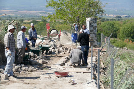 APHRODISIAS, TURKEY, - SEP18, 2019 - Ionic columns being restored by archaeologists at  Aphrodisias,  Turkey Archivio Fotografico - 132456399