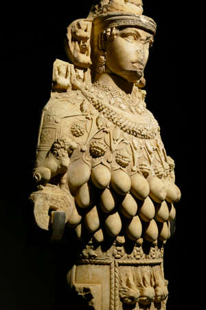 EPHESUS, TURKEY - SEP 19, 2019 - Multi breasted statue of goddess Artemis,  Ephesus, Turkey Banque d'images - 132334639