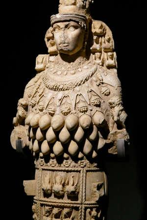 EPHESUS, TURKEY - SEP 19, 2019 - Multi breasted statue of goddess Artemis,  Ephesus, Turkey Banque d'images - 132334666