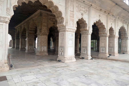 Outside diwan reception hall with inlaid mosaic marble columns, Red Fort, Delhi, India Stok Fotoğraf