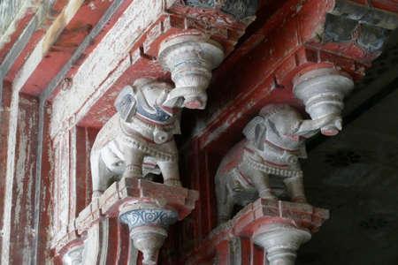 Elephant bracket capitals on columns of the Garh Palace, Bundi, Rajasthan, India 報道画像