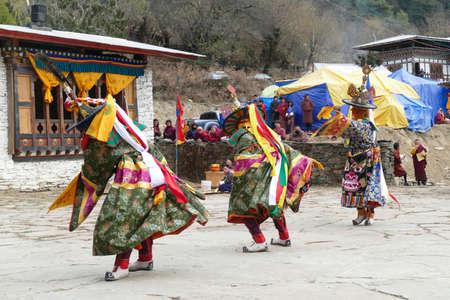 BUMTHANG, BHUTAN - DEC 13, 2019 - Green skirt Black hat dancers Zhang cham   celebrate victory of good over evil,    Nalakar Tsechu Dance Festival , Ngala Lhakhang Temple Bumthang,  Bhutan 報道画像