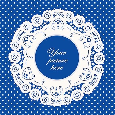 festonati: Vintage Cornice Lace Doily immagine, luminoso polka dot sfondo blu.