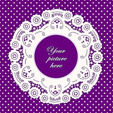 festonati: Vintage Cornice Lace Doily immagine, luminoso sfondo polka dot lavanda. Vettoriali