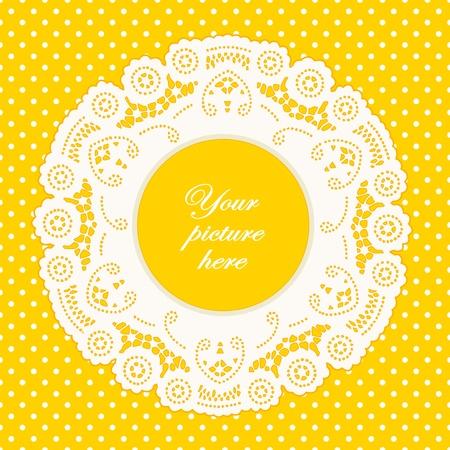 Dentelle Vintage Picture Frame Napperon, lumineux sur fond jaune à pois. Banque d'images - 12136826