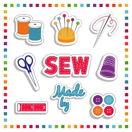 kit de costura: Pegatinas de coser para la adaptación de bricolaje, costura y manualidades con aguja, hilo, tijeras, amortiguador del perno, etiqueta, dedal, botones, cinta métrica Marco del arco iris aislado en blanco Vectores