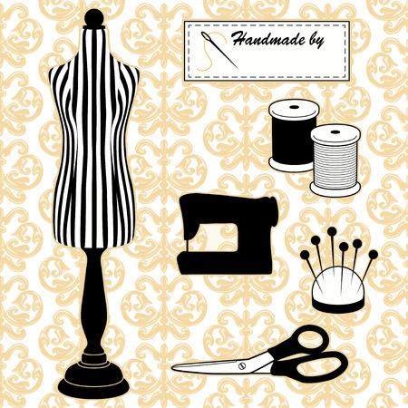 kit de costura: Costura Moda Modelo Maniquí en rayas blancas y negras, fondo de la vendimia Modelo del damasco, herramientas de bricolaje de sastrería, máquinas de coser, hecho a mano por la etiqueta, aguja e hilo, acerico, tijeras.