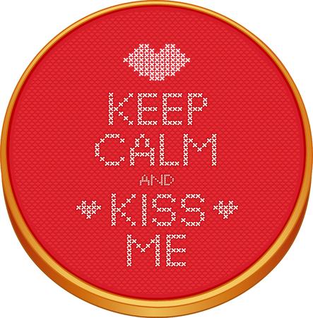 punto cruz: Mantener la calma y me besa el bordado de punto de cruz en la madera del bastidor de bordado con amor, un beso grande y corazones, rojo Aida incluso tejido de tela de textura de fondo de la costura de muestras aisladas en blanco. Vectores