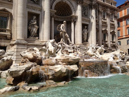 Took this in Rome. Really pretty fountain