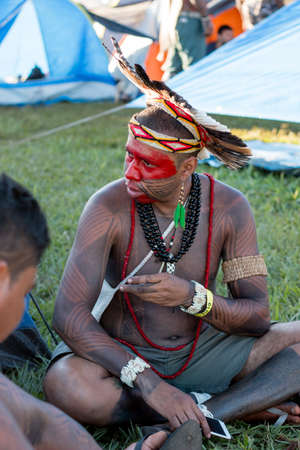 """Brasilia, Brazil-April 25th 2019: Thousands of Indigenous Indians descend upon the capital city of Brasilia, in a movement called """"Acampamento Terra Livre 2019 (Encampment for Free Land) in hopes of o Redactioneel"""