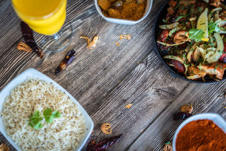 mouth watering indian restaurant food platter Banque d'images