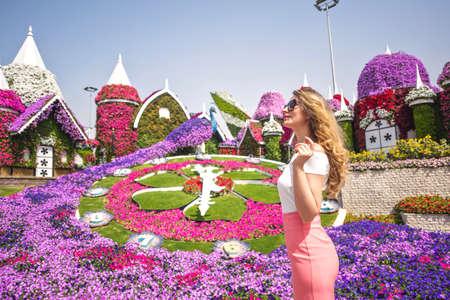 Woman in Dubai Garden portrait. Sunny day beautiful flowers backgrounds Archivio Fotografico