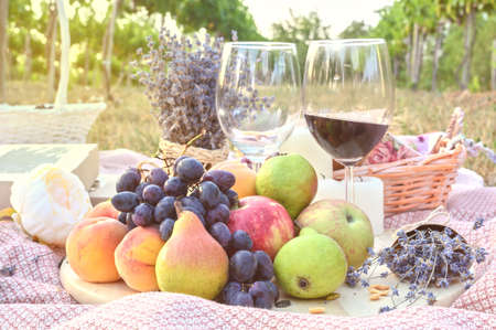 Fresh fruits and wine glasses picnic outdoors. Close up tasty food lifestyle naturals 版權商用圖片