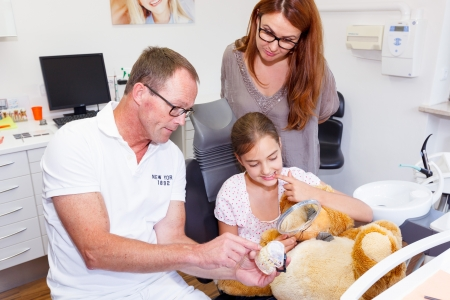 douther: A doctor explains a young mother and douther how they have to care the teeth