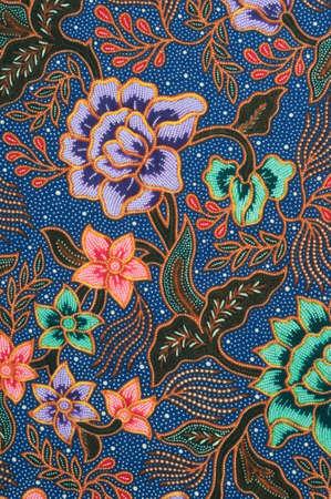 batik: D�tail du patron de batik avec des fleurs de lavande et verts  Banque d'images