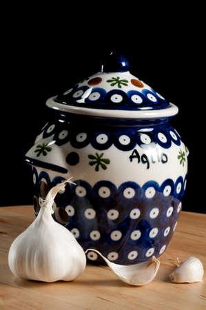 Garlic Jar with Whole Cloves of Garlic Stockfoto
