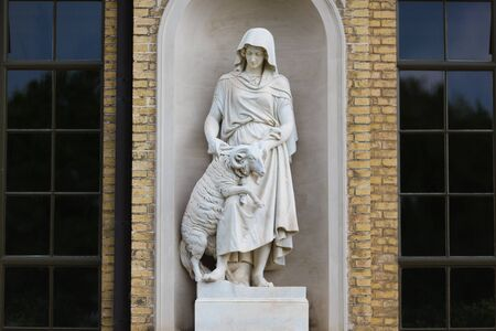 sans: Statue in facade of palace in Sans Souci, Potsdam, Germany