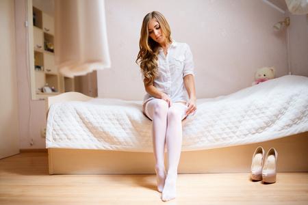 Die Braut Kleider Strümpfe in Hochzeitsmorgen Standard-Bild - 50655883