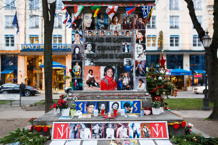michael jackson: Munich, Germany - January 02 2016: Cards and letters in memory of Michael Jackson at the statue of Orlando di Lasso, in front of the Bayerischer Hof Hotel where pop star stayed for his concerts Editorial