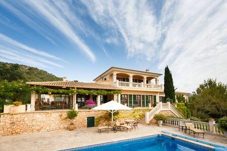 inmobiliario spanich de la orilla del mar Mediterráneo, Mallorca Foto de archivo
