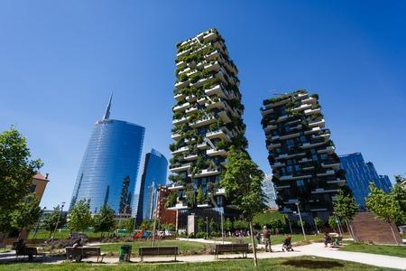 Milaan, Italië - 4 mei 2016: Bosco Verticale, verticale bos appartementsgebouwen in de Porta Nuova wijk van de stad Redactioneel