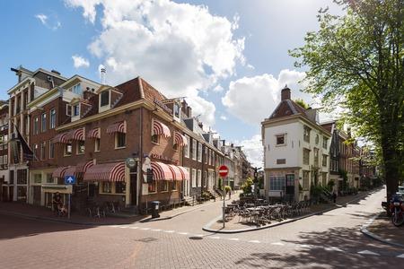 Amsterdam, Países Bajos - 2 de julio de 2016: Cafe Hans en Grietje en la calle de Spiegelgracht, día soleado Editorial