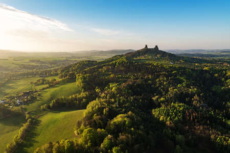 Trosky Castle in Bohemian paradise, aerial shot Imagens