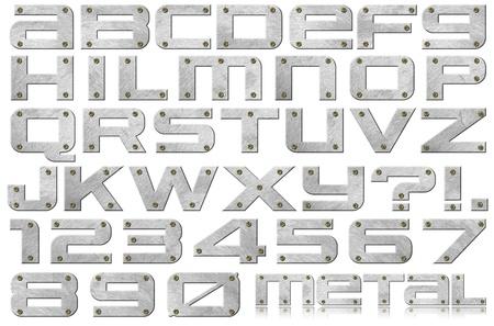 Metalen alfabet en nummers met bouten op een witte achtergrond