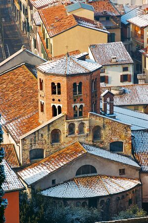 octogonal: Apse octagonal, techos, iglesia de Santo Stefano tiburio V-VII siglo Verona - Italia