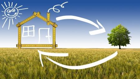 Geel houten meter hulpmiddel vormen van een ecologisch huis op het platteland