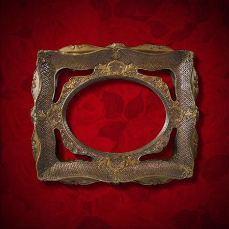 velvet texture: Oro e marrone cornice d'epoca sul rosso texture di velluto con le rose fiori