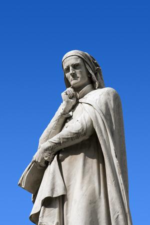 dante alighieri: Statue of Dante Alighieri (1265-1321) father of the Italian language in Piazza dei Signori in Verona  Stock Photo