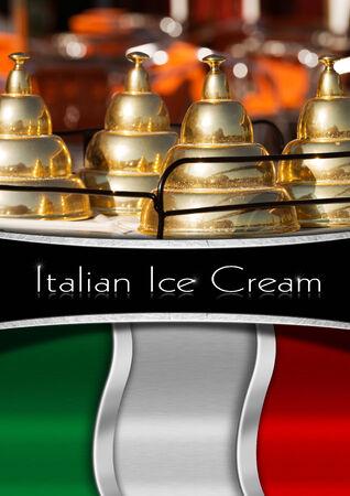carretto gelati: Sfondo con bandiera italiana, particolare di un carretto dei gelati e banda nera orizzontale con testo italiano Ice Cream. Modello per un menu di gelato Archivio Fotografico