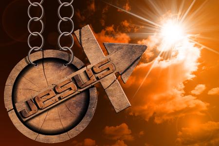 jezus: Drewniane symbol krzyża i strzałka w górę i tekstu Jezusa. Wiszące z łańcucha na zachód słońca z nieba i promieni słonecznych