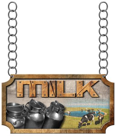 vacas lecheras: Signo de madera y metálico con latas de acero Leche de texto para el transporte de la leche y las vacas pastando. Colgando de una cadena de metal y aislado en el fondo blanco