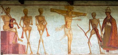 simone: Detail of fresco La danza macabra Macabre dance, Simone Baschenis 1539. Ancient church of San Vigilio 1515 in Pinzolo, Trento Italy