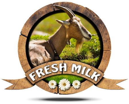 cabra: icono redondo de madera o el símbolo con la cabeza de cabra con cuernos, texto leche fresca y tres flores de margarita. Aislado en el fondo blanco Foto de archivo