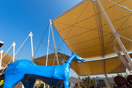 united nations: MILAN, ITALIA - 31 DE AGOSTO, 2015: Pabellón de las Naciones Unidas en la Expo Milano 2015, exposición universal sobre el tema de la comida, en Milán, Lombardía, Italia, Europa Editorial