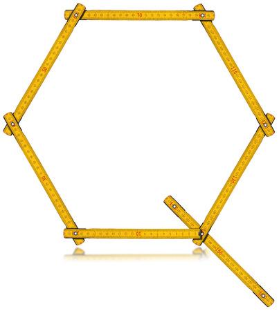 cartas antiguas: Metro amarilla de madera vieja en la forma de la letra Q. aislado sobre fondo blanco. Foto de archivo