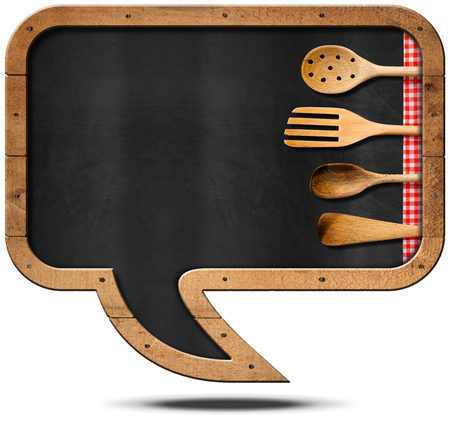 almuerzo: Empty blackboard with wooden frame in the shape of a speech bubble with four wooden kitchen utensils. Isolated on white background