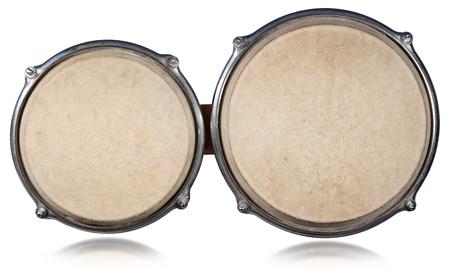 Détail de tambours bongo vu de haut et isolé sur fond blanc