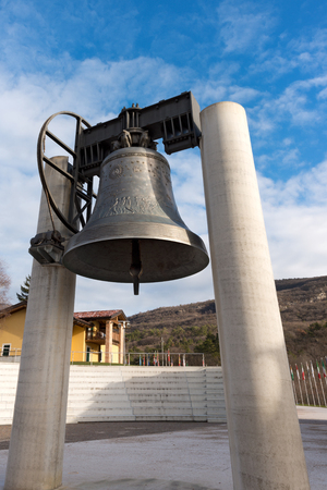 first nations: The bell of peace, merged with the guns of the 19 nations that took part in the First World War - Rovereto, Trento, Italy