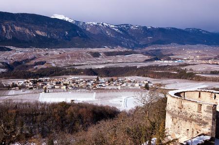 non: The Val di Non or Valle di Non (Non Valley) in Trentino Alto Adige in winter with snow. Northern Italy, Europe Stock Photo