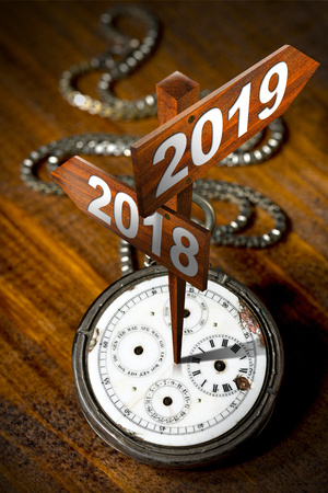 Happy New Year 2018 2019 - Old pocket watch with two wooden signs with directional arrows 스톡 콘텐츠
