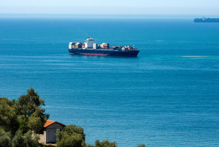 Large cargo ship with containers in the Gulf of La Spezia, natural port in Liguria, italy, Europe Foto de archivo