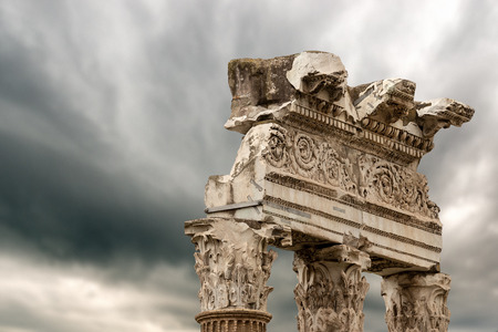 Detail of the Temple of Venus Genetrix, 46 b.C. with columns and capitals in Corinthian style, Roman