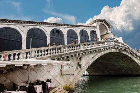 Venice, Ponte di Rialto, the oldest and most famous bridge in Venice (1588-1591), Canal Grande (Grand Canal), UNESCO world heritage site, Veneto, Italy, Europe.