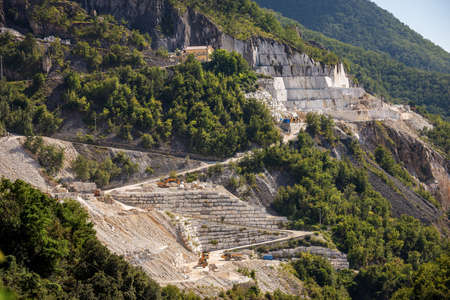 Outdoor quarry of white Carrara marble on the Apuan Alps (Alpi Apuane), Tuscany, Italy, Europe. Archivio Fotografico